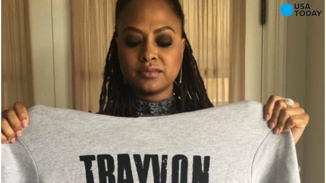 Celebs honor Trayvon Martin at Oscars with 'Hoodies up'
