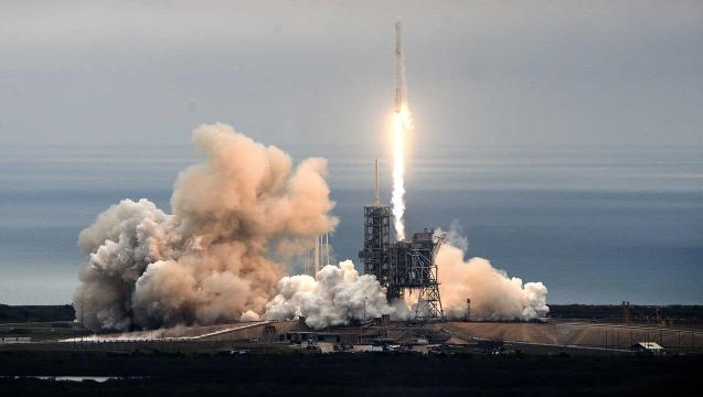 SpaceX launches capsule to Space Station