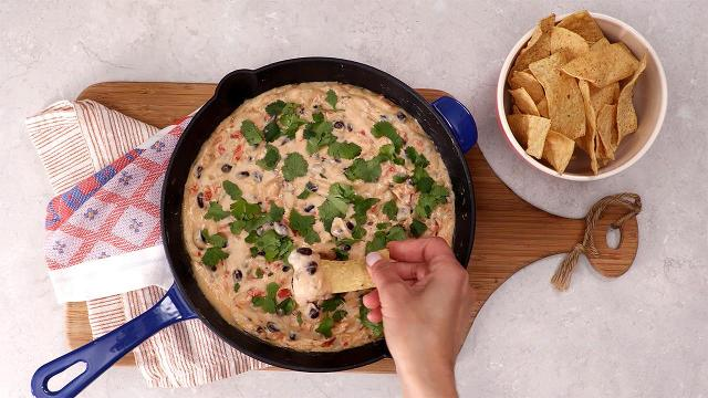 Five minute skillet black bean queso