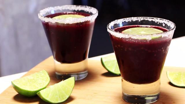 How to make blueberry margarita slushies