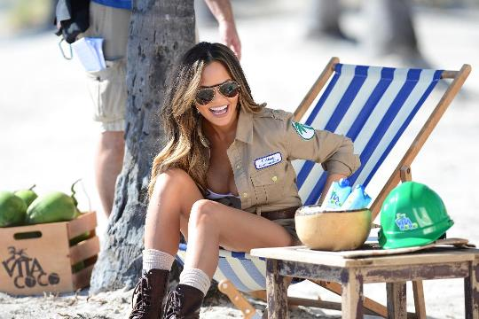 Chrissy Teigen dishes on real life with John Legend, baby Luna