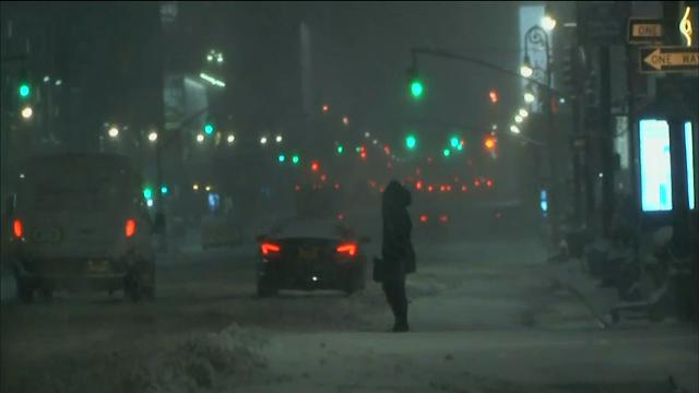 Raw: Snow piling up on New York City streets