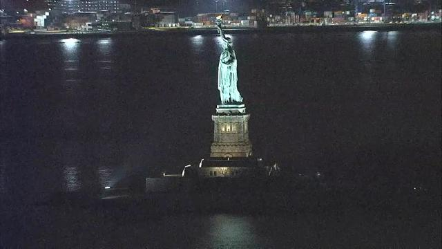 Raw: Statue of Liberty Lights Back On #458683