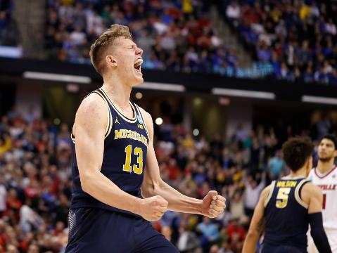 Michigan shocks Louisville to reach Sweet 16
