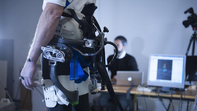 This robotic exoskeleton helps you stay on your feet