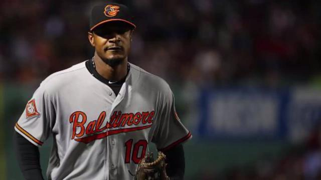 Adam Jones receives extended ovation from Boston fans