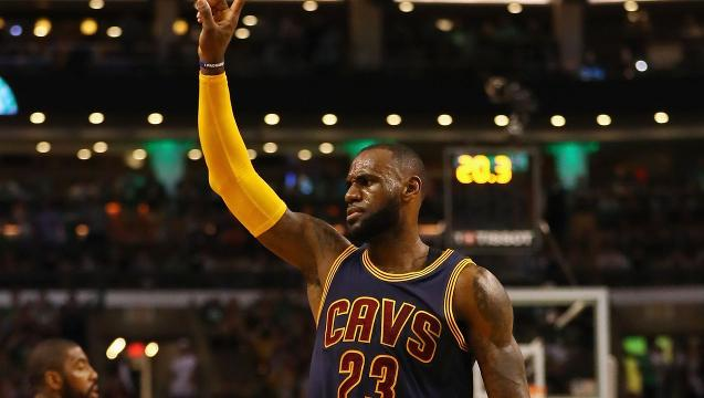 LeBron, Cavaliers breeze to Game 1 win in Boston