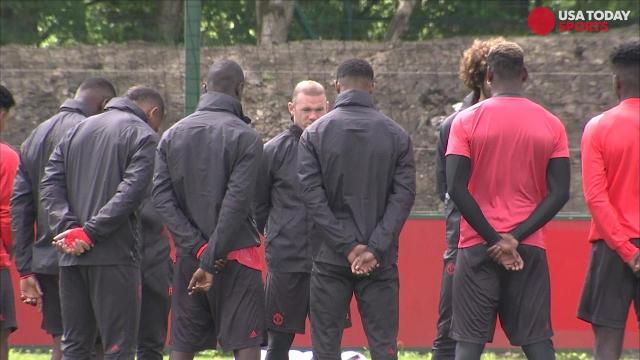 Manchester United players hold moment of silence for attack victims