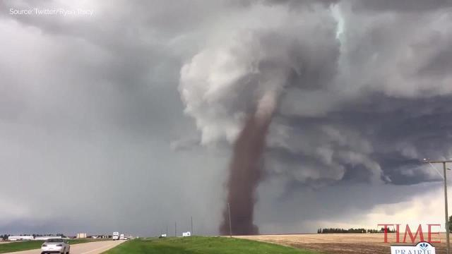 Alberta tornado caught on video
