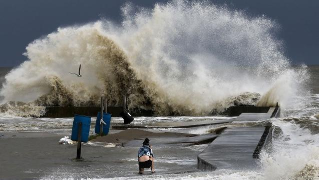 Storm Surge Wave Lifts Log, Kills Boy in Alabama