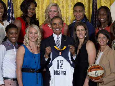 President Barack Obama hosted the 2012 WNBA champion Indiana Fever at a White House ceremony Friday. Indiana defeated the Minnesota Lynx to win their first WNBA title. (June 14)