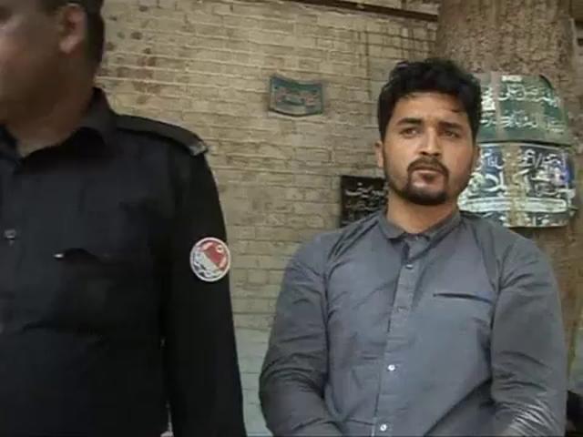 Pakistani serial killer of gay men appears in court - YouTube
