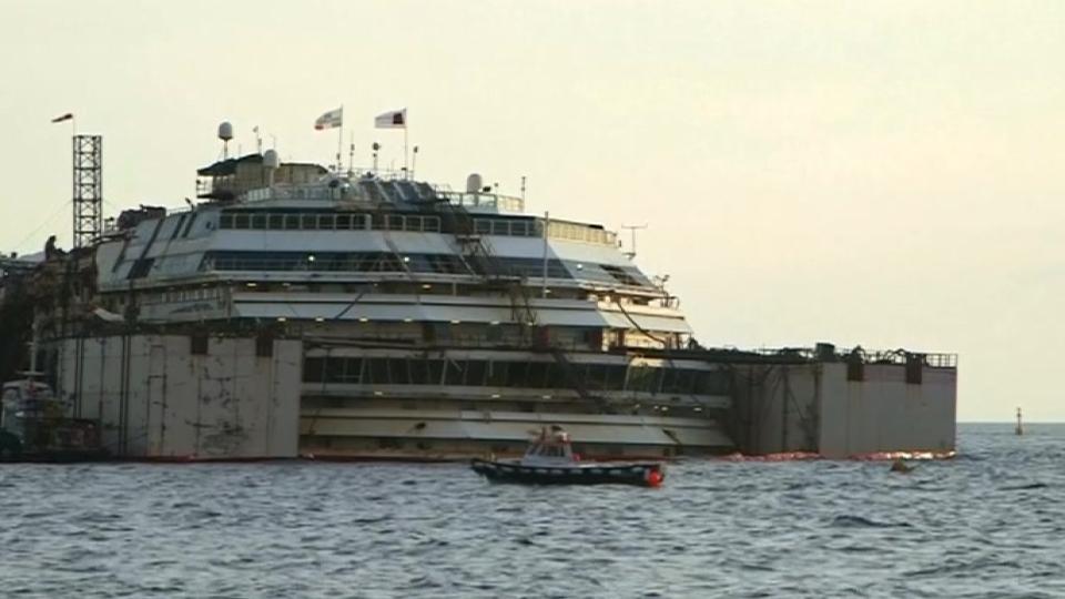 Refloat Of Sunken Cruise Ship Begins In Italy - Sunken cruise ships