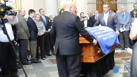 Thousands attend John Seigenthaler's funeral