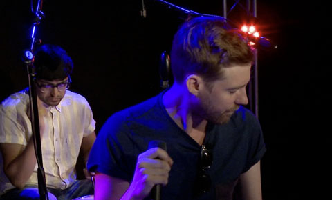 StudioA: Kaiser Chiefs perform 'Meanwhile Up In Heaven'