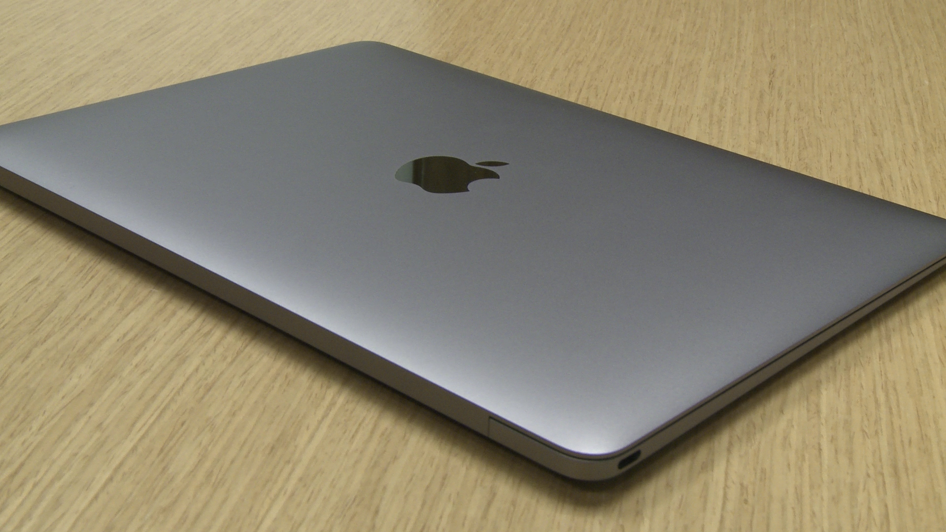 Ed Baig checks out Apple's new Macbook