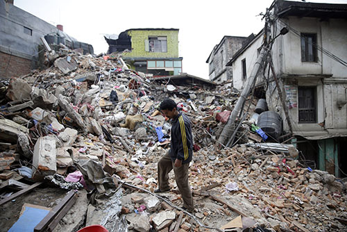 Aftershocks rock Nepal as rescue efforts are in full swing