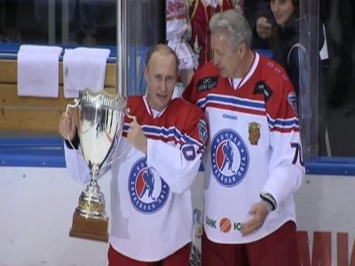 Raw: Putin displays hockey skills in the rink
