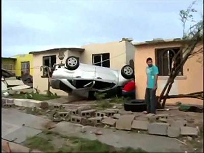 RAW: Tornado slams Mexican border town