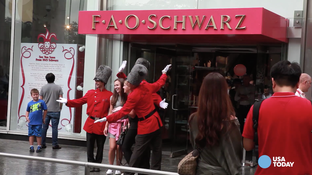 FAO Schwarz Toy Store In NYC Closing July - Fao schwarz felt us wall map giant
