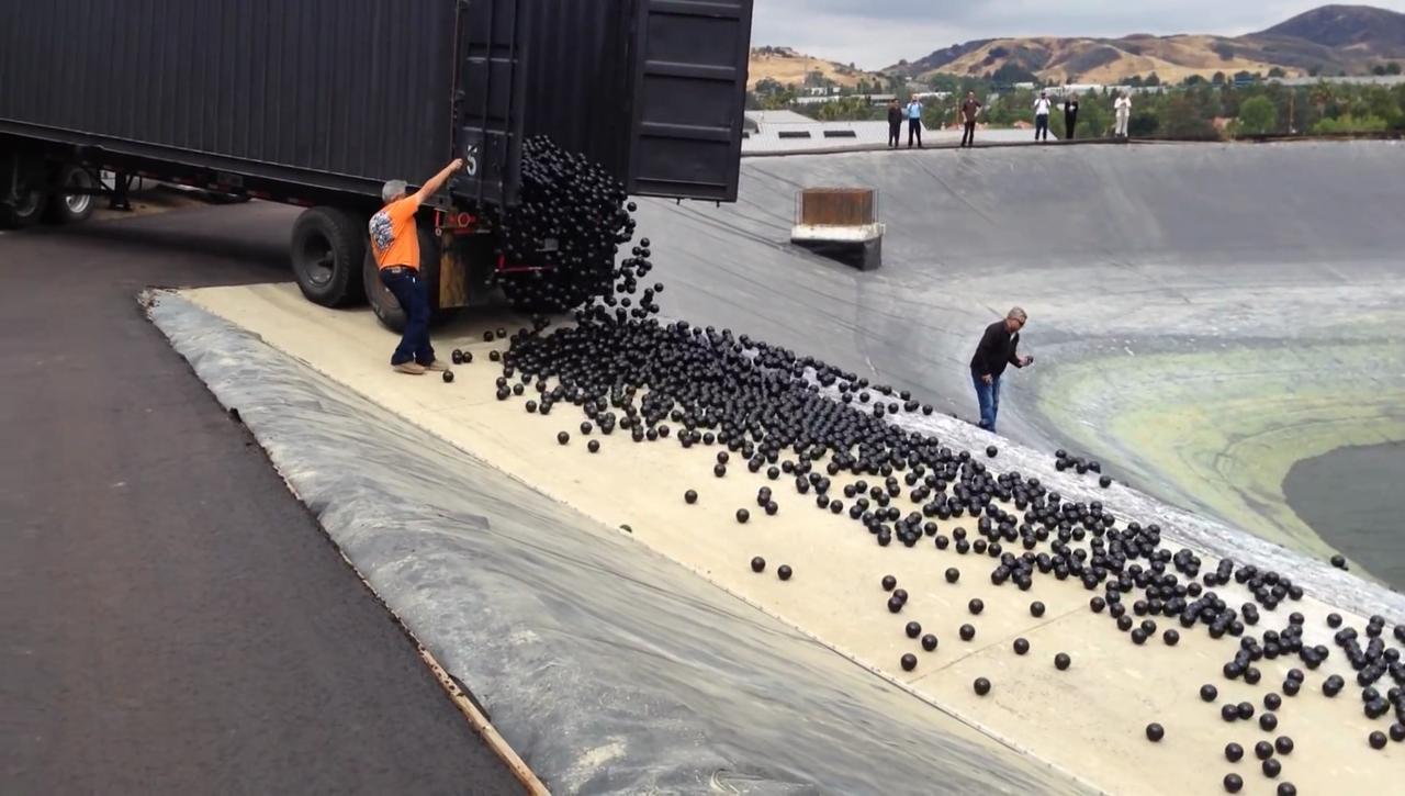 Shade balls cover California reservoir