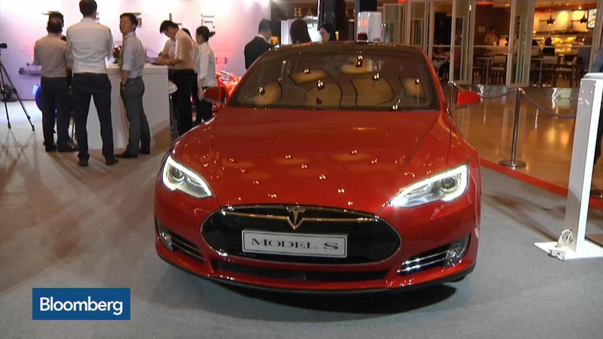 Tesla to sell merchandise in showrooms