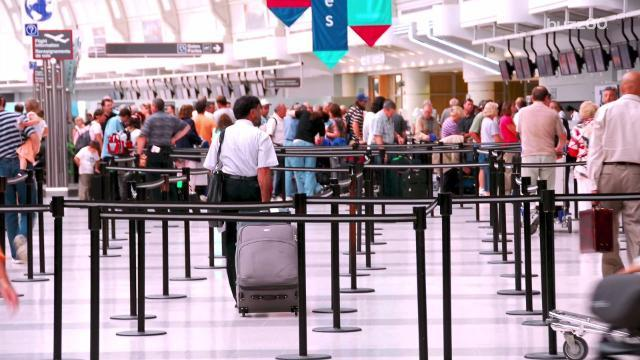 Holiday Travel Peak Days At Five Busiest US Airports - The 6 busiest north american airports at christmas