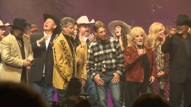 Country stars recall the first time they heard Randy Travis' unmistakable baritone voice. (March 27)