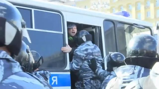 Russian police made what appeared to be a number of arrests as thousands of people crowded into Moscow's Pushkin Square on Sunday for an unsanctioned protest against the Russian government, part of a wave of demonstrations around the country. (March 26)