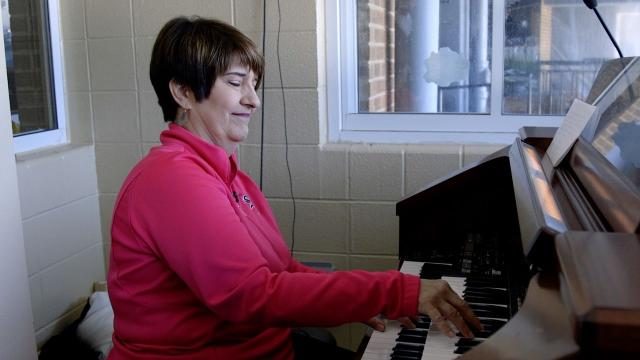 White Sox organist Lori Moreland is helping fans embrace tradition years after many thought the organ was on its last notes.  Video provided by Newsy