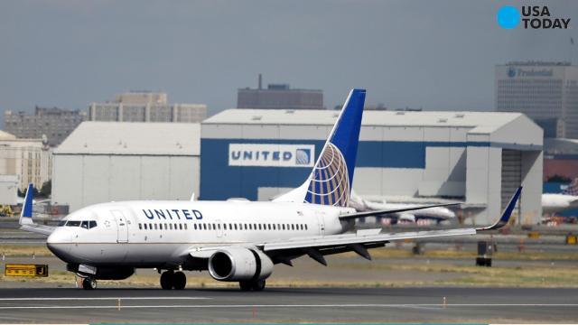 United Airlines bars teenage girls wearing leggings from flight