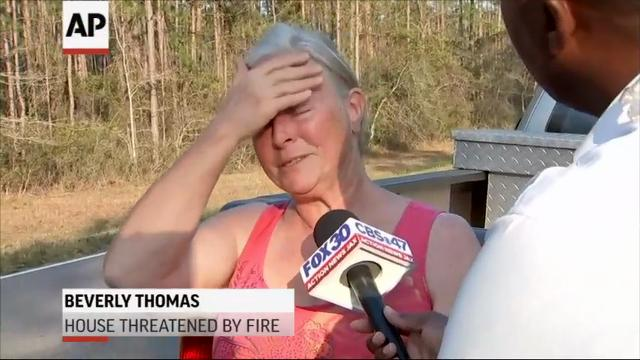 Florida Forest Service officials say a 400-acre brush fire has forced the evacuation of a neighborhood and threatened or burned up to 15 homes. (March 23)
