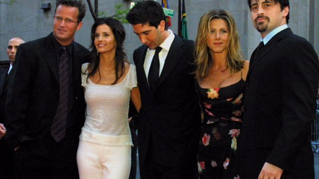 Katie Holmes, Matthew Perry and their 'Kennedys' co-stars weigh in on '90s hits 'Friends' and 'Dawson's Creek.' (March 27)