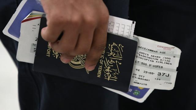 Hawaii Judge extends restraining order against revised travel ban