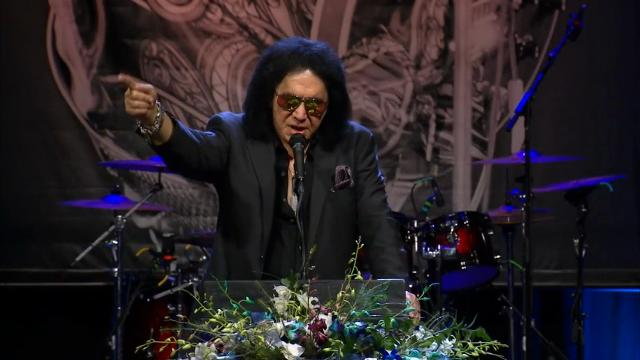 Gene Simmons, more, pay respects to Chuck Berry