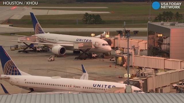 Bride, groom kicked off United flight over seating