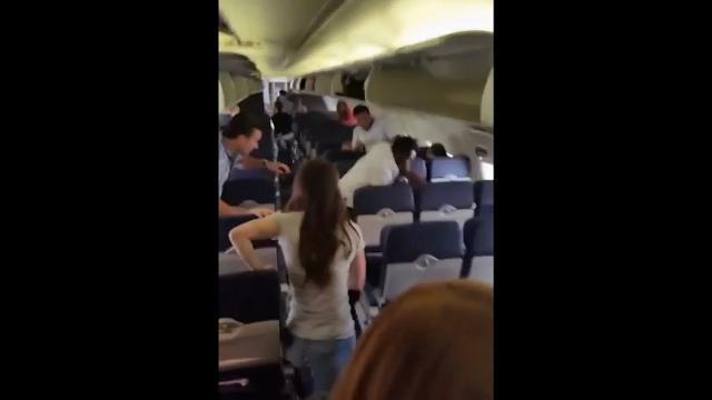 Raw: 1 Arrested After Brawl Aboard Southwest Jet