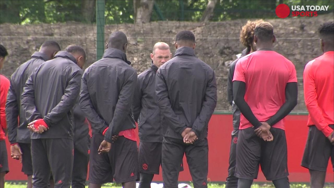 In a sign of solidarity, Manchester United players held a moment of silence for the victims of the attack on Manchester Arena during their practice today.