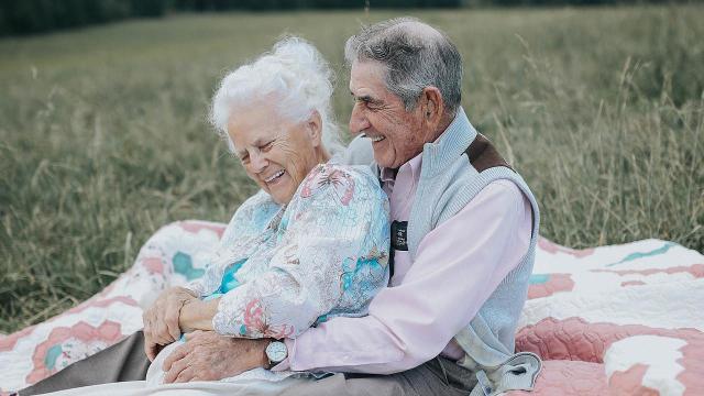 Couple married 68 years seem like newlyweds in adorable photoshoot