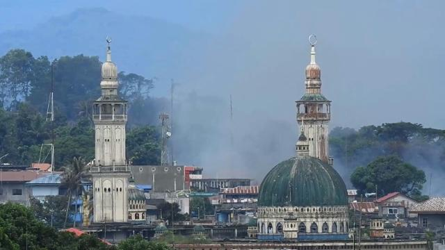 Air strikes in Marawi as Philippines troops try to retake city Video provided by AFP