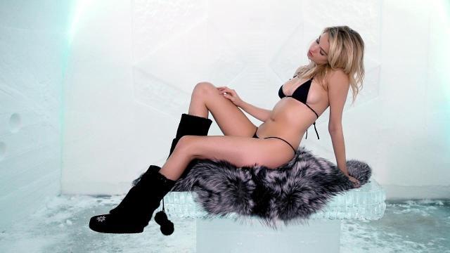 A Bikini Wears SexyTiny Hailey Clauson XuOkTPiZ