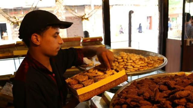 Syria's Muslims prepare for Eid Video provided by AFP
